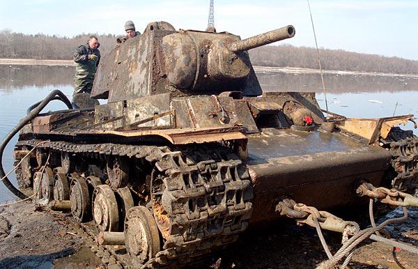 Ко дню Красной Армии - 23 февраля.  Первый в мире тяжелый танк противоснарядного бронирования.